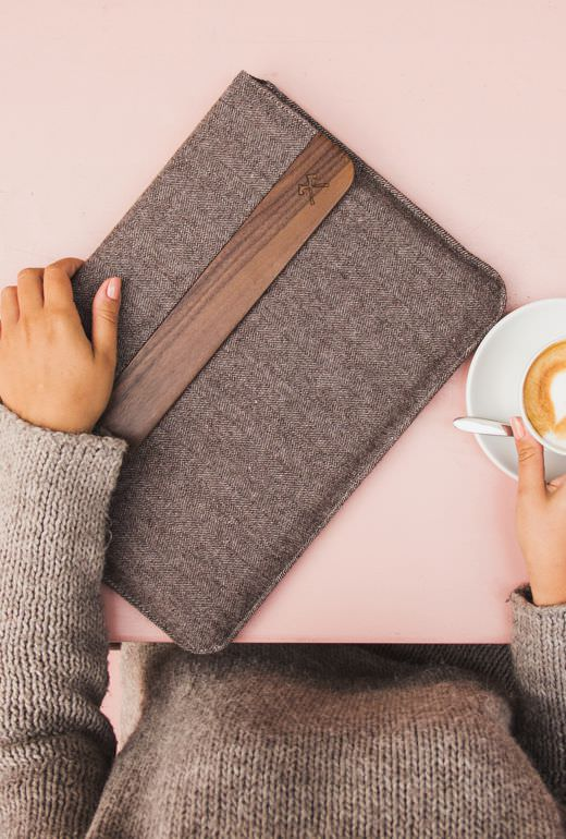 woodcessories macbook 12  Premium MacBook pouches made of leather or wool | Woodcessories, 59,90 €